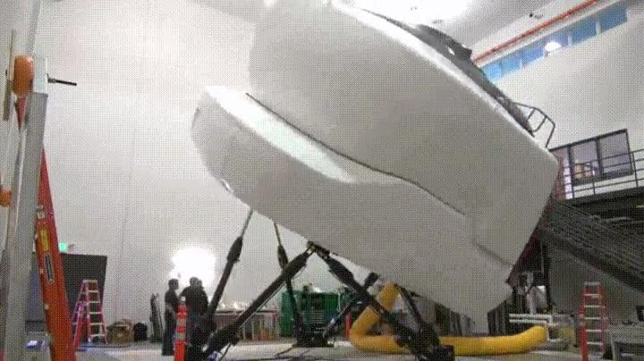 Enlace a Este simulador de Boeing 737 parece una taza de vater gigante