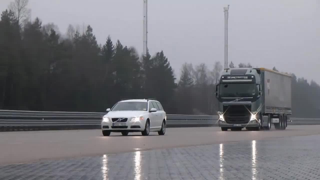 Enlace a El sistema de freno de emergencia del nuevo camión Volvo