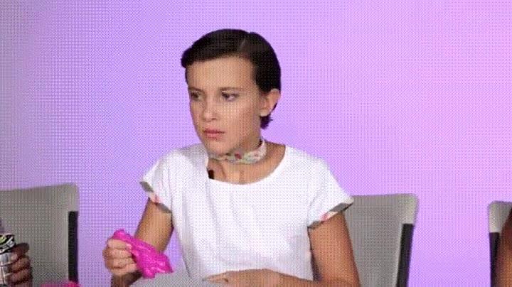 Enlace a Eleven probando petazetas por primera vez en su vida