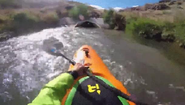 Enlace a Hacer kayak por una tubería es un poco claustrofóbico pero ver la salida es maravilloso