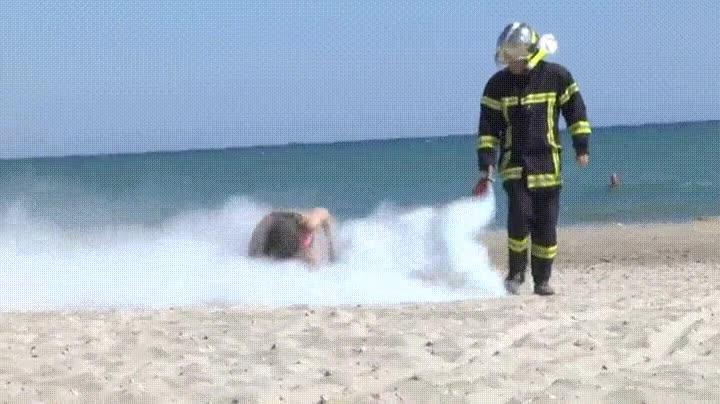 Enlace a Si fumas en la playa podría pasarte lo mismo