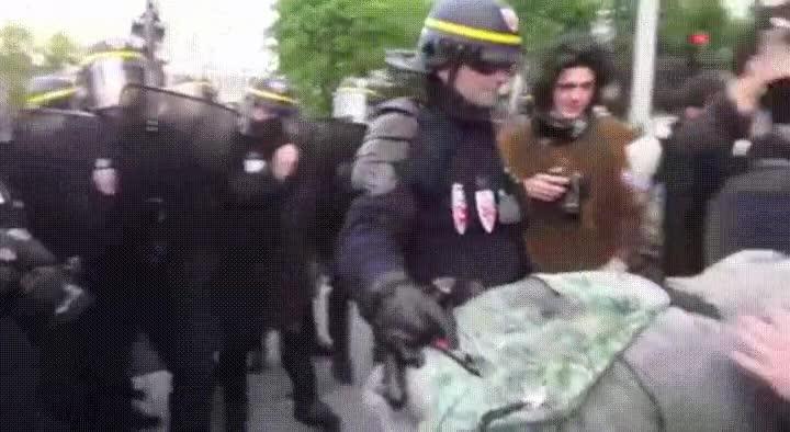 Enlace a Brutalidad policial en su máximo esplendor