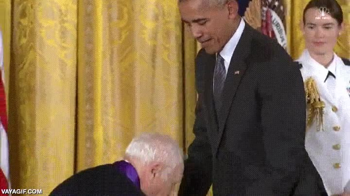 Enlace a Mel Brooks intentando asustar a Obama