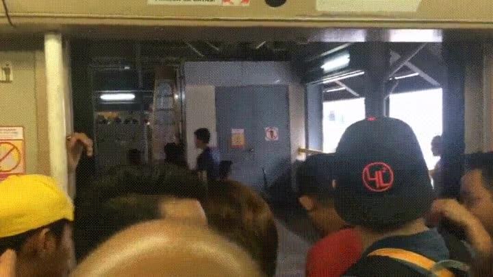 Enlace a No me gustaría quedarme entre esas puertas tan violentas del metro