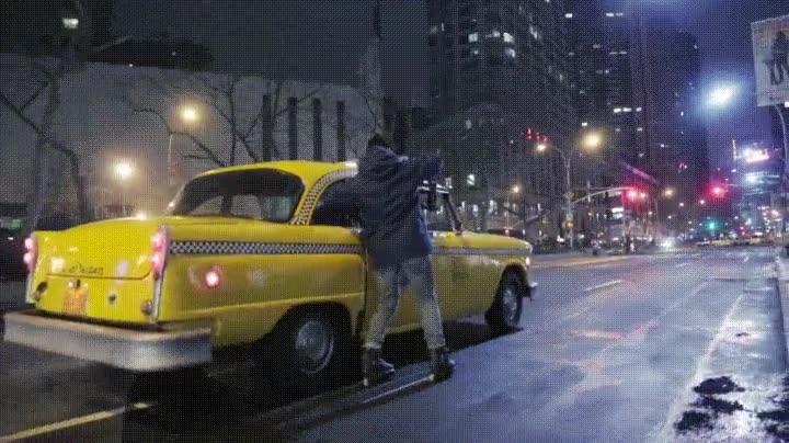 Enlace a Así es cómo se filman las escenas dentro de un taxi en las películas