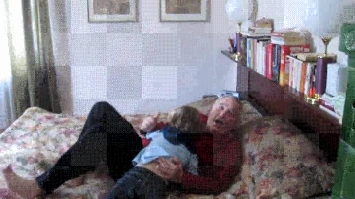 Enlace a La imagable cara de felicidad de un abuelo cuando sus nietos vienen de visita
