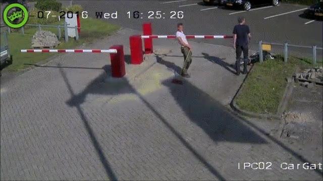 Enlace a Las barreras. El enemigo número uno de los ciclistas despistados