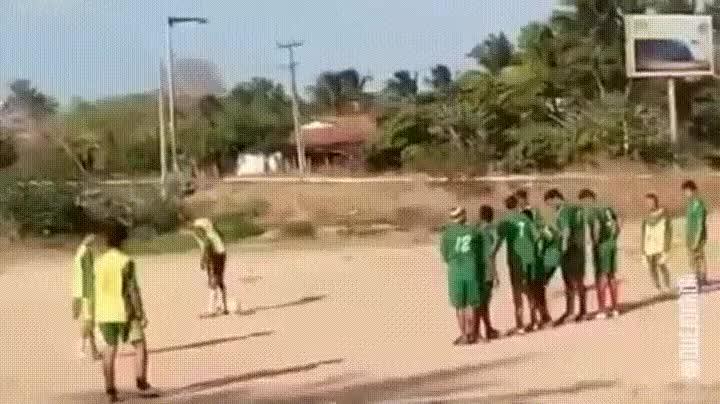 Enlace a El gol que nunca marcarán Messi ni Cristiano