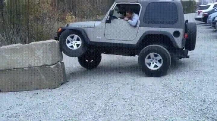 Enlace a Cuando quieres hacer parkour con tu jeep y acabas haciendo la croqueta