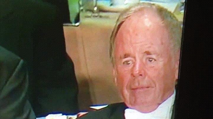 Enlace a La cara de este señor es una montaña rusa de emociones
