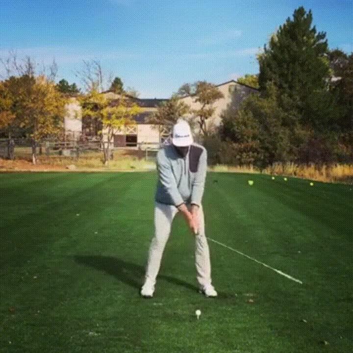 Enlace a Cuando eres un crack del golf y consigues el lanzamiento imposible