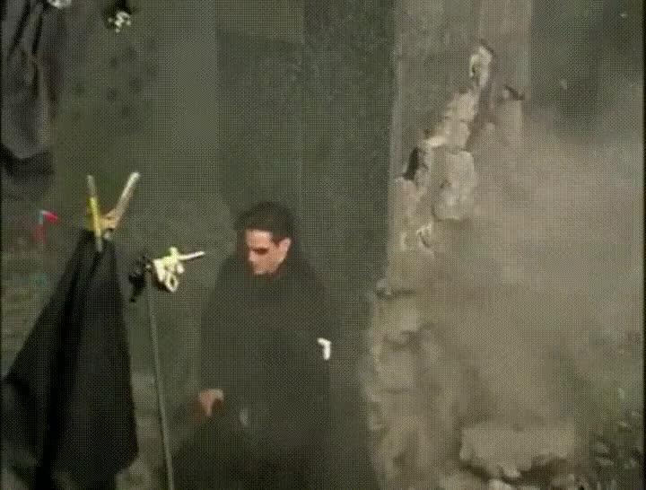 Enlace a Neo tropezando en el rodaje de Matrix