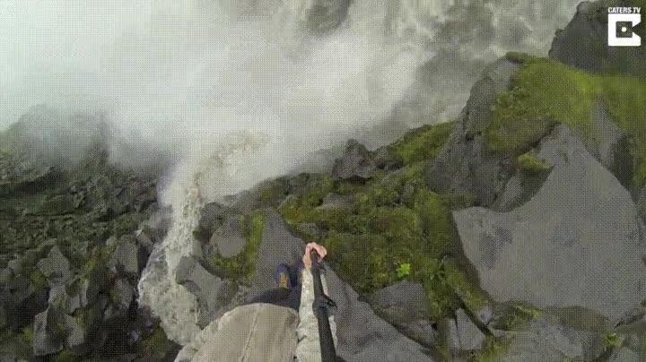 Enlace a Bonito lugar para hacer imprudencias con el palo selfie