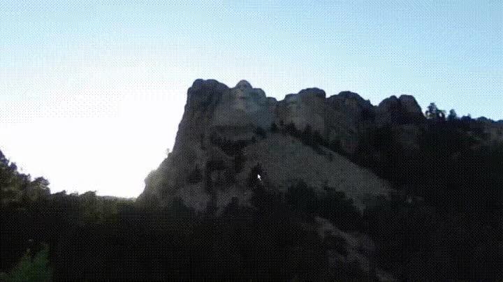 Enlace a Cuando miras el Monte Rushmore en streetview y descubres la cosa más épica
