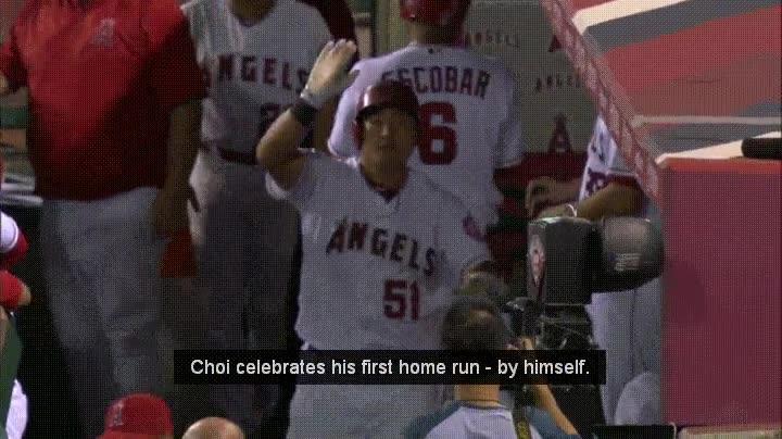 Enlace a Cuando te sientes tan solo que celebras un home run con personas invisibles