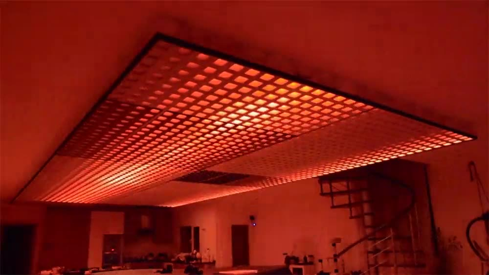 Enlace a Techo con un panel de luces LED. Ideal para fiestas psicodélicas en tu casa