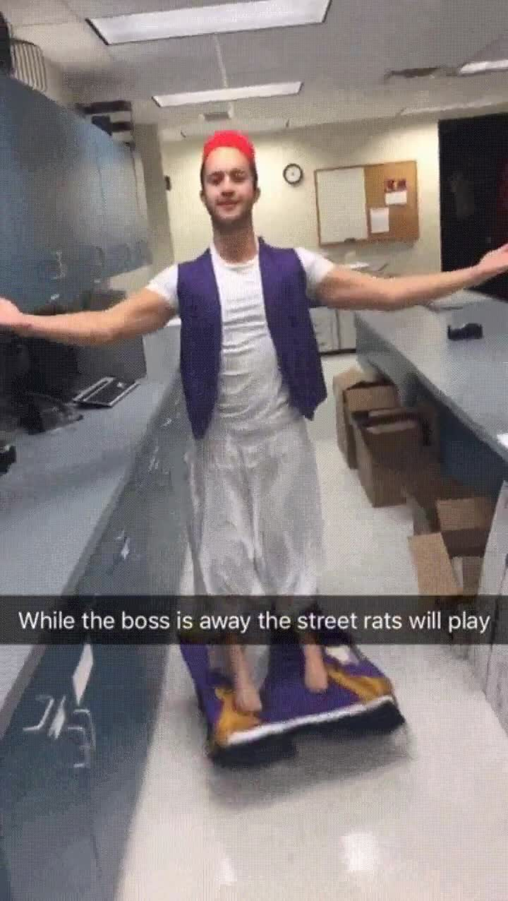 Enlace a El mejor disfraz de Aladdin. Con alfombra voladora incluída