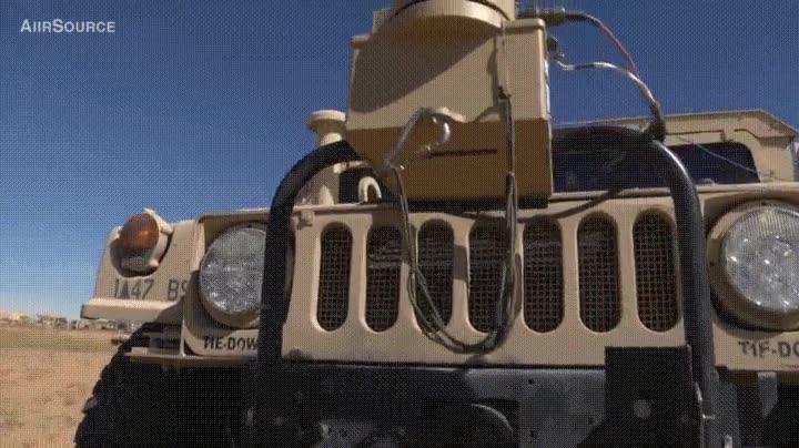 Enlace a Militares que ahora conducen Humvees con mandos de consoloa