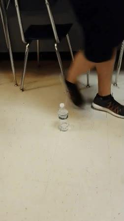 Enlace a La humanidad ha creado un robot capaz de hacer el reto de la botella