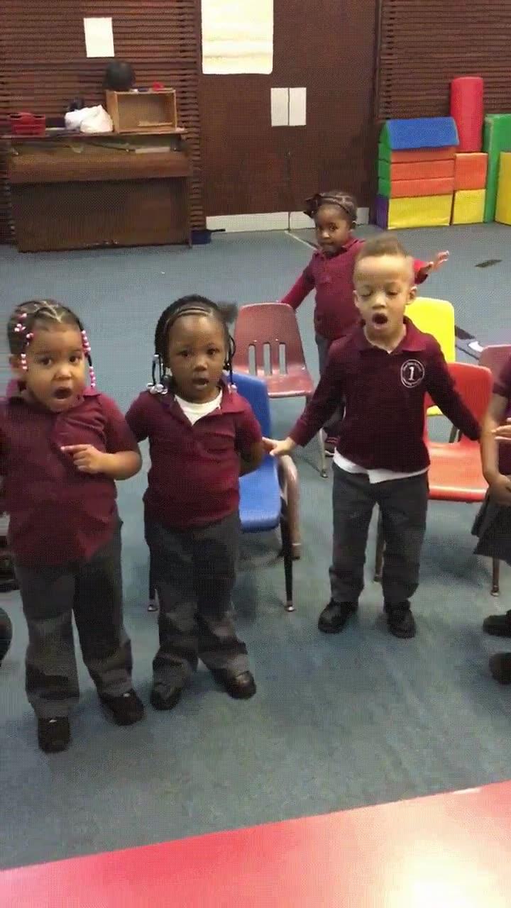 Enlace a Niños intentando el reto del maniquí de la forma más adorable