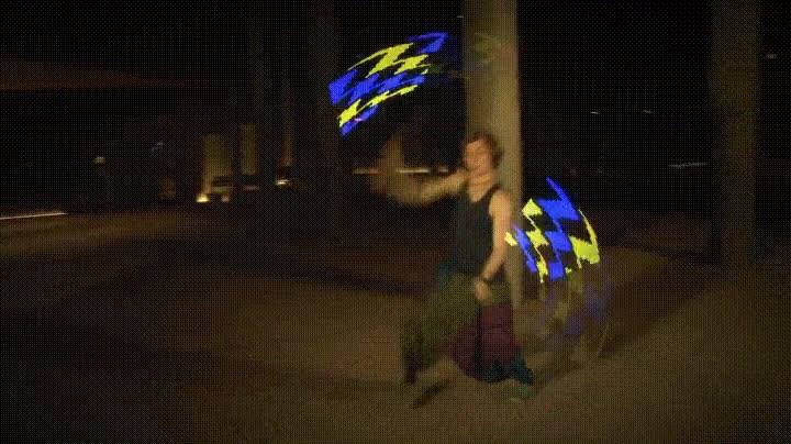 Enlace a El hipnótico baile LED de Vojta Stolbenko