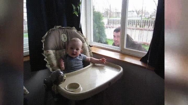Enlace a Cuando quieres darle un susto al bebé y acabas liándola