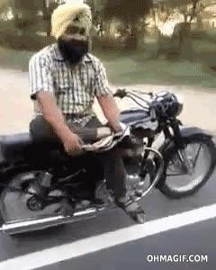 Enlace a Cuando vas en moto y activas el piloto automático