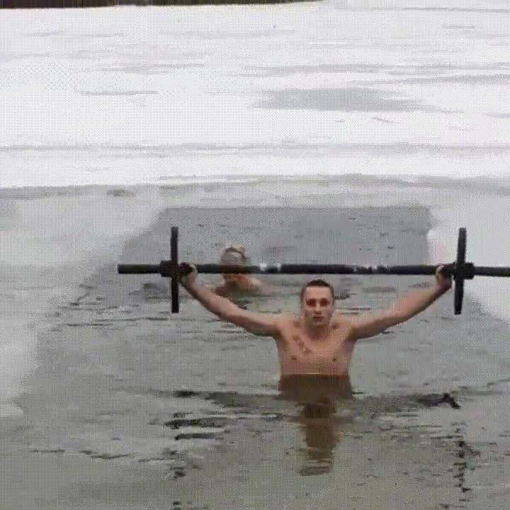 Enlace a En los gimnasios rusos nadie se salta el día de entrenar piernas