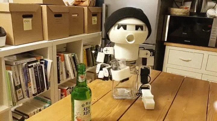 Enlace a Robots que se pasan el día bebiendo