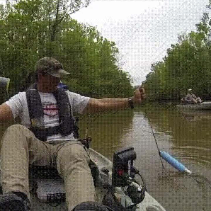 Enlace a El típico infarto cuando quieres una tranquila sesión de pesca