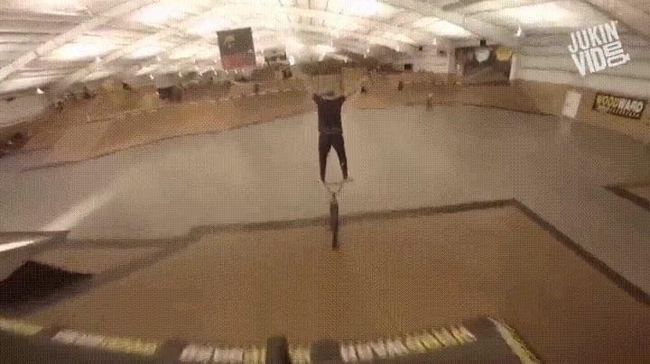Enlace a Subirse como las personas normales en la bici es demasiado mainstream