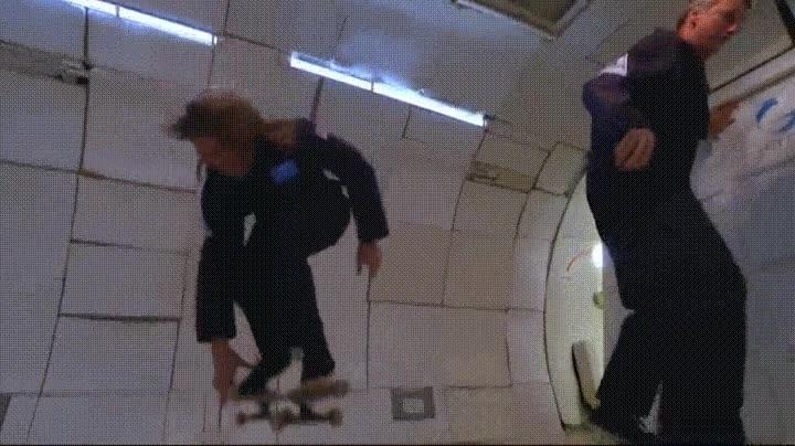 Enlace a Intentando ser Tony Hawk gracias a la baja gravedad