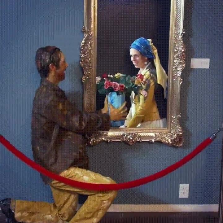 Enlace a Pinturas que viven amores imposibles cuando nadie está mirando