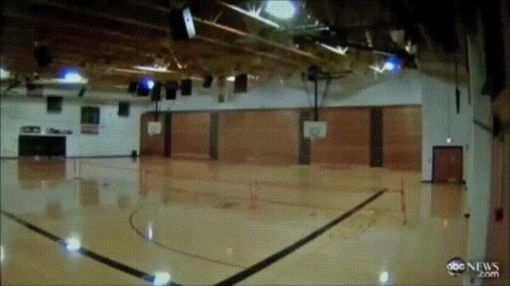 Enlace a El momento exacto en el que un tornada destroza el gimnasio de un instituto