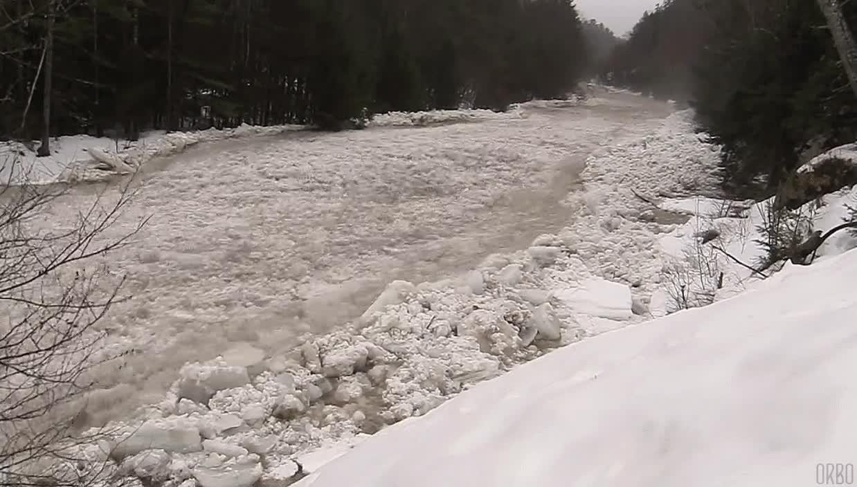 Enlace a Espectacular río de hielo en New Hampshire