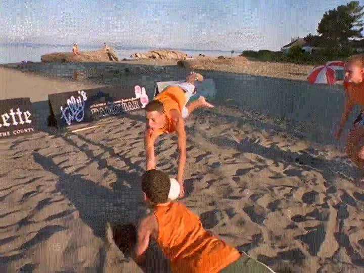 Enlace a Y el balón de oro al mejor jugador de vóley-playa es para...