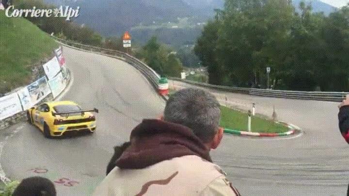 Enlace a Cuando vas a ver una carrera de coches y acabas haciendo un facepalm
