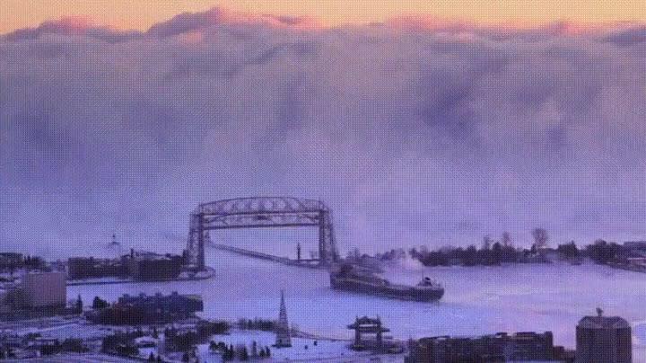 Enlace a Barco adentrándose en un mar de niebla