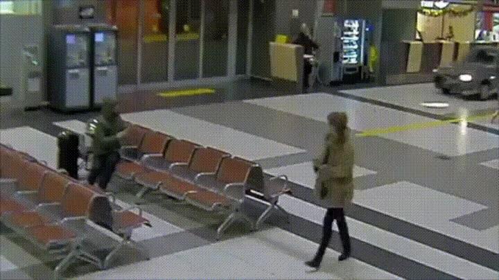 Enlace a Cuando vas hasta los topes y entras con un coche en el aeropuerto