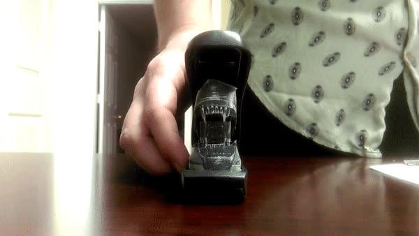 Enlace a Grapadora con forma de Xenomorfo de Alien