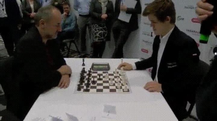 Enlace a Una de las partidas profesionales de ajedrez más rápidas