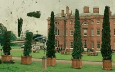 Enlace a ¿Quién necesita jardineros teniendo un helicóptero?