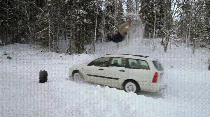 Enlace a La mejor forma de esquivar a un coche con una tabla de snow