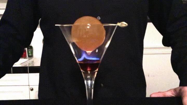 Enlace a Un cocktail de fuego y hielo. Conocido como George R.R. Martini