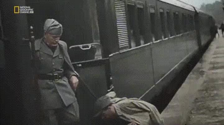 Enlace a La encajada de manos más extraña de Adolf Hitler