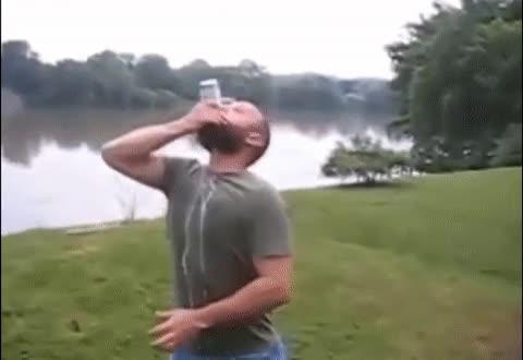 Enlace a Abriendo una lata de cerveza de la forma más norteamericana