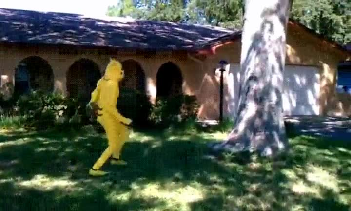 Enlace a Pikachu practicando su nuevo movimiento
