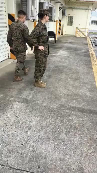 Enlace a Marine, ¿qué es lo que lleva en ese bolsillo?