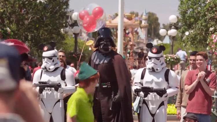 Enlace a El épico momento en el que Peter Pan conoce a Darth Vader