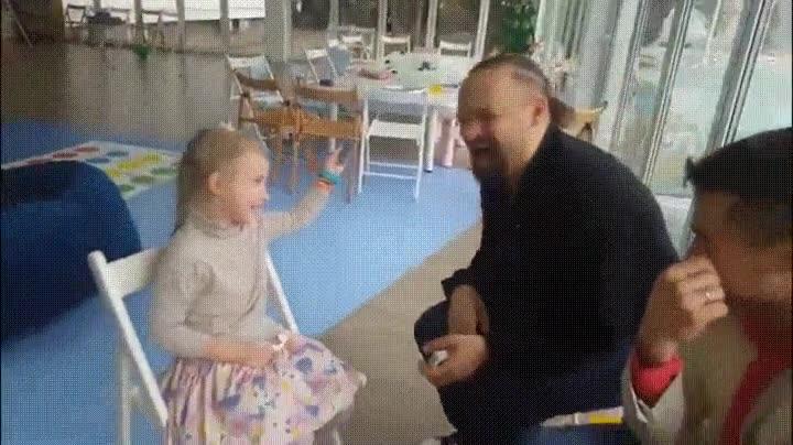 Enlace a Esta niña es el terror de todos los magos. Descubre todos los trucos al segundo